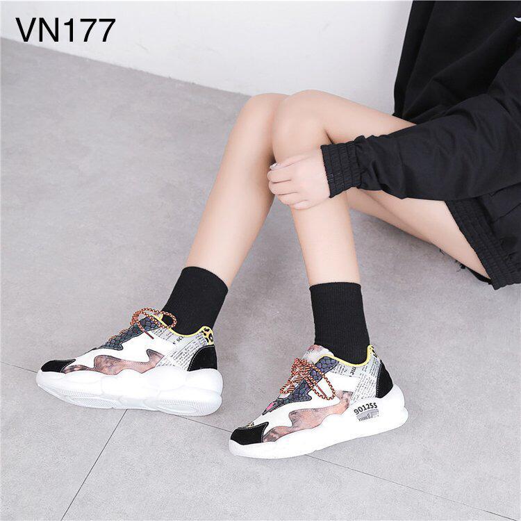 Sepatu sneakers terbaru 2020 kalimantan VN177