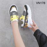 Sepatu sneakers terbaru 2020 kalimantan VN178