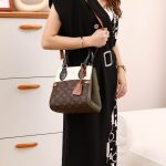 tas wanita louis vuitton terbaru Shoulder Bag in Monogram M68040H4