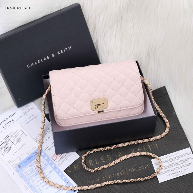 Tas Charles And Keith KECIL MINI WARNA PINK Quilted Flip-Lock Cluth CK2-70160078 Semi Premium