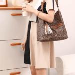 TAS BONIA PREMIUM TERBARU 2021,Tas Bonia Classic Hobo Tassel Bag BN1027-10 Semi Platinum Kode BON258