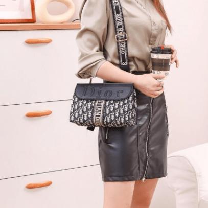 Tas selempang wanita shopee terbaru,Tas Christian Dior Oblique 1013-1 Platinum Kode CD4090