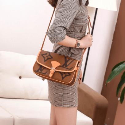 Harga tas selempang terbaru,Tas Louis Vuitton LV Delphine Crossbody With Box M45645 Platinum Kode LVT105 3
