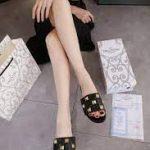Model Sandal wanita branded kekinian,Sandal Valentino Garavani Roman Stud Flat Slide Women's Y8501 Semi Premium Kode SFA1226